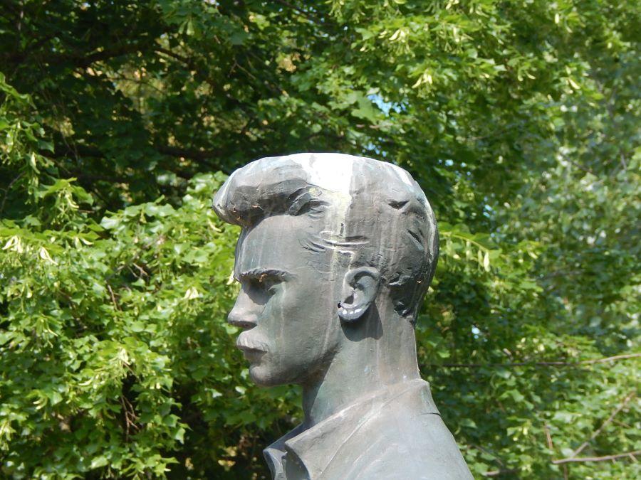 József Attila szobor