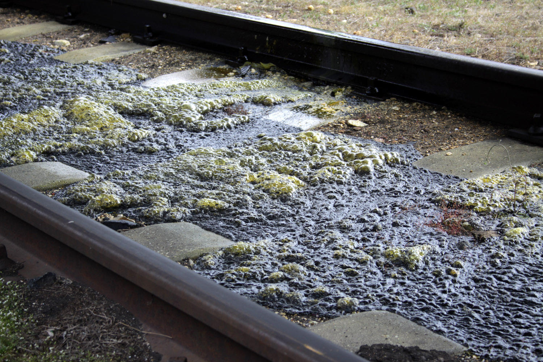 Sósav ömlött a vasútállomáson
